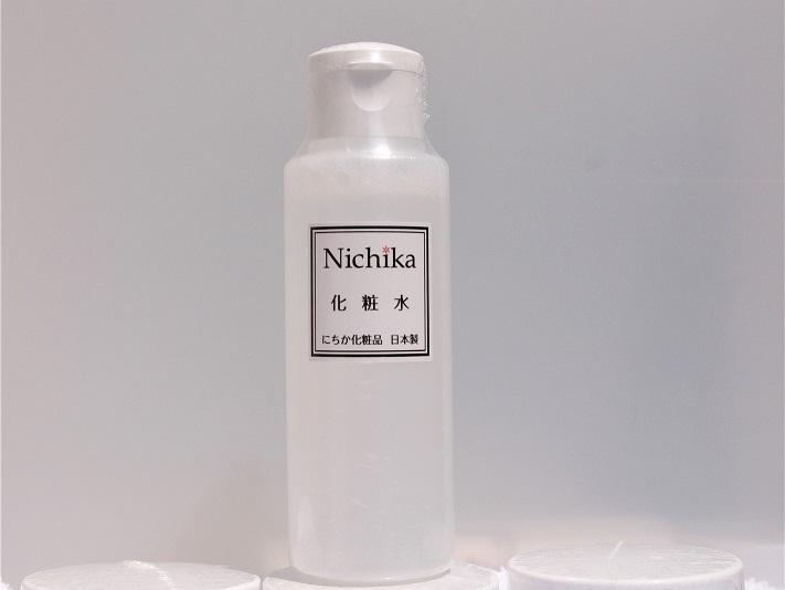 内容量100ml 日本製  スーと浸透し肌の角質層までたっぷり潤いを与える「保水力化粧水」です。 さっぱりした使い心地と肌馴染みの良さでどんな年齢層の方にもおすすめです。 水溶性プロテオグリカン、ヒアルロン酸など高い保水力で角質まで潤いをキープして乾燥からお肌を守ります。