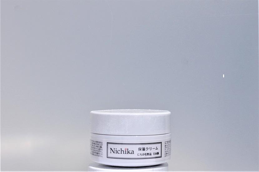 内容量30g入り 日本製 しっとりなじみ,じんわり角質層に浸透 お肌に「ふた」をして潤いを守り、乾燥からお肌を守ります。もっちりした使い心地でべとつかない美容保湿クリームです。 水溶性プロテオグリカン、ヒアルロン酸,Naなどの保水成分 スクワラン,コラーゲンなどの美容成分を配合。お肌を守りながら角質層に潤いハリ弾力を与える「保湿力クリーム」です。